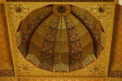 哈桑二世清真寺内部穹顶在卡萨布兰卡摩洛哥。 库存图片