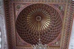 哈桑二世清真寺内部穹顶在卡萨布兰卡摩洛哥。 免版税库存照片