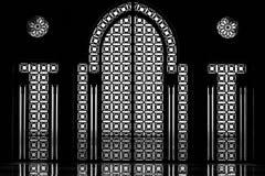 哈桑二世清真寺的内门和窗口在Cassablanca 免版税库存图片