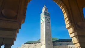 哈桑二世清真寺看法反对蓝天的在卡萨布兰卡摩洛哥 免版税库存图片