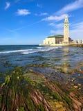 哈桑二世清真寺,海滨的岩石 免版税图库摄影