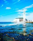 哈桑二世清真寺,蓝色海滩 免版税库存照片