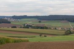 哈泽尔巴赫和Neukirchen在施万多尔夫施万多尔夫旁边在巴伐利亚 库存照片
