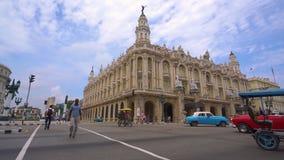"""哈瓦那、古巴- 2018年5月13日-哈瓦那或哈瓦那大剧院""""艾丽西亚阿隆索""""全景街道巨大剧院  股票录像"""