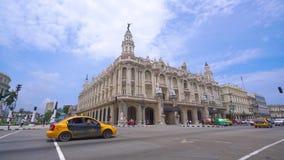 """哈瓦那、古巴- 2018年5月13日-哈瓦那或哈瓦那大剧院""""艾丽西亚阿隆索""""全景街道巨大剧院  股票视频"""