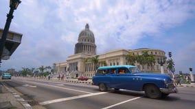 哈瓦那、古巴- 2018年5月13日-国会大厦或者与葡萄酒美国汽车和人民的首都大厦 股票录像