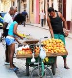 哈瓦那摊贩 免版税库存图片