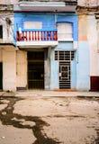 哈瓦那街道场面、门和窗口 库存照片