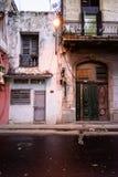 哈瓦那街道场面,街灯 免版税库存照片
