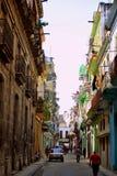 哈瓦那街道有五颜六色的大厦的 免版税库存照片