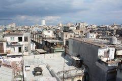 哈瓦那高iii老屋顶视图 库存照片