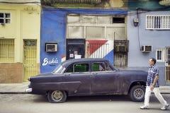 哈瓦那,古巴- 2017年2月16日, 黑葡萄酒经典美国汽车, 免版税库存照片