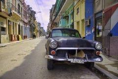 哈瓦那,古巴- 2017年2月16日, 黑葡萄酒经典美国汽车, 库存照片