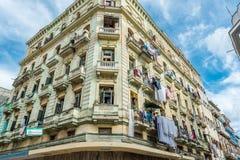 哈瓦那,古巴- 2017年10月22日:与老镇建筑学的哈瓦那都市风景 库存图片