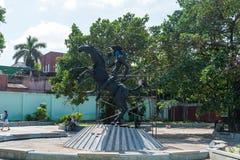哈瓦那,古巴- 2017年10月23日:与El Quijote公园纪念碑的哈瓦那都市风景 库存照片