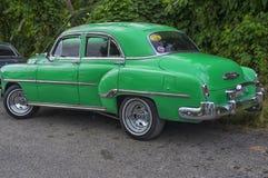 哈瓦那,古巴- 2018年1月04日:减速火箭的经典美国汽车pa 免版税库存照片