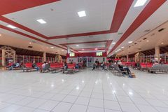 哈瓦那,古巴- 2017年10月25日:哈瓦那国际何塞马蒂机场 机场aviv本启运gurion大厅注册tel票 库存图片