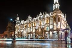 哈瓦那,古巴- 2017年10月24日:哈瓦那盛大剧院在古巴和国会大厦在背景中 免版税图库摄影