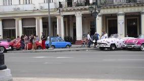 哈瓦那,古巴- 2017年10月20日:哈瓦那老镇交通和建筑学 股票视频