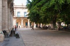 哈瓦那,古巴- 2017年10月23日:哈瓦那老镇公园和正方形 免版税库存照片