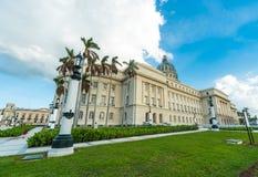 哈瓦那,古巴- 2017年10月23日:哈瓦那老镇和国会大厦在背景中 免版税库存照片