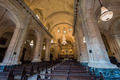 哈瓦那,古巴- 2017年10月23日:哈瓦那老镇和大教堂内部 库存图片
