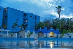 哈瓦那,古巴- 2017年10月20日:哈瓦那老镇建筑学 蓝色房子 图库摄影