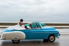 哈瓦那,古巴- 2017年10月21日:老汽车在哈瓦那,古巴 通常减速火箭的车使用作为地方人民和游人的Cari一辆出租汽车 免版税库存照片