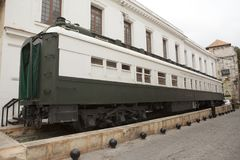 哈瓦那,古巴- 2013年1月27日:老火车无盖货车,一座纪念碑在哈瓦那旧城,古巴 图库摄影