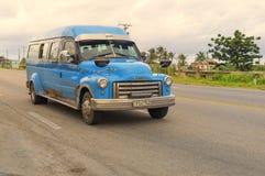 哈瓦那,古巴- 2018年1月03日:葡萄酒经典美国汽车ri 免版税库存照片