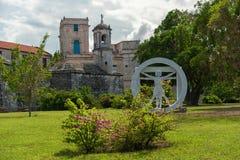哈瓦那,古巴- 2017年10月20日:雕象在哈瓦那公园,宫殿在背景中 古巴 免版税库存照片