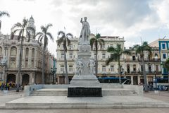 哈瓦那,古巴- 2017年10月23日:Cetral公园在有何塞马蒂和何塞Vivalta雕象的哈瓦那  免版税图库摄影
