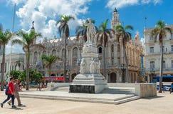 哈瓦那,古巴- 2017年10月20日:Cetral公园在有何塞马蒂和何塞Vivalta雕象的哈瓦那  库存图片