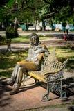 哈瓦那,古巴- 2017年11月30日 约翰・列侬雕象在哈瓦那,古巴 图库摄影