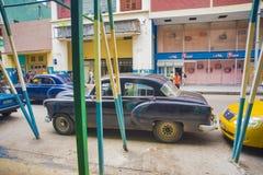 哈瓦那,古巴- DEC 04日2015年 葡萄酒经典美国汽车,共产主义者 库存照片