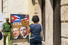 哈瓦那,古巴- 2016年4月8日:在城市街道上的海报显示美国前 库存图片