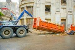 哈瓦那,古巴- 2013年12月2日:废弃物收集 免版税图库摄影