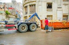 哈瓦那,古巴- 2013年12月2日:废弃物收集 免版税库存图片