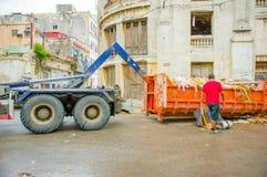 哈瓦那,古巴- 2013年12月2日:废弃物收集 免版税库存照片