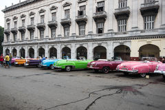 哈瓦那,古巴- 2015年9月22日:经典美国汽车停放的o 库存图片