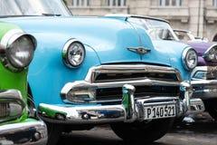 哈瓦那,古巴- 2015年9月22日:经典美国汽车停放的o 免版税库存图片