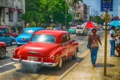 哈瓦那,古巴- 4月7 :经典美国汽车2016年4月7日在H 免版税图库摄影