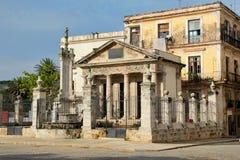 哈瓦那,古巴:普遍的El Templete大厦,被安置城市在1519年的地方开始了 免版税库存图片