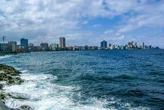 哈瓦那,由Malecon街道的古巴 库存图片