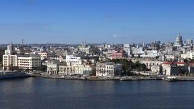 哈瓦那 老城市看法通过从Morro的一个海湾 股票视频