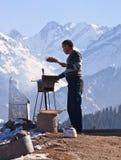哈萨克人人,雪山的 免版税库存图片