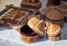 哈萨克人种族鞋子在市场上 免版税库存图片