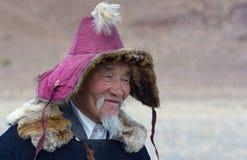 哈萨克人老鹰猎人画象 库存照片