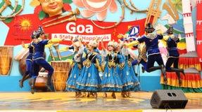 哈萨克斯坦的女性民间舞蹈 库存照片