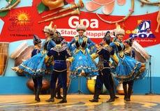 哈萨克斯坦的女性民间舞蹈 免版税图库摄影